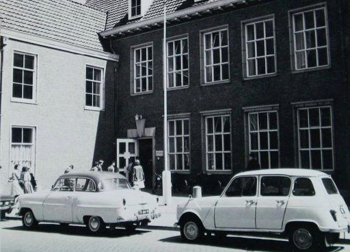 Afbeelding #000 voor het verhaal Film: de sloop van het oude schoolgebouw in de Sint Pieterstraat in Middelburg, 1997