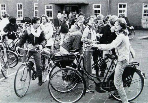Afbeelding #001 voor het verhaal Film: de sloop van het oude schoolgebouw in de Sint Pieterstraat in Middelburg, 1997