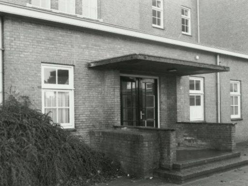 Afbeelding #002 voor het verhaal Film: de sloop van het oude schoolgebouw in de Sint Pieterstraat in Middelburg, 1997