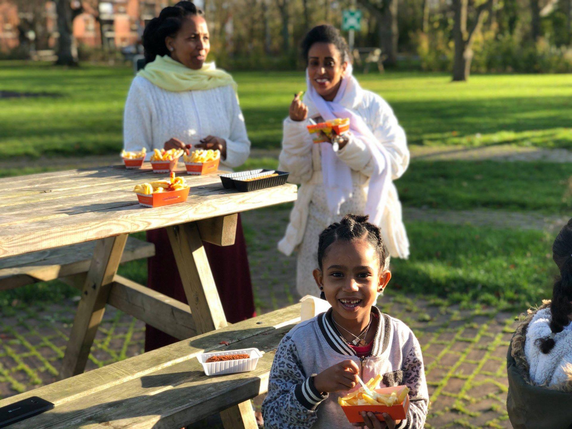 Afbeelding #001 voor het verhaal Frites en snacks van de Juniorkamer bij AZC Middelburg