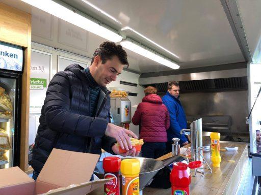 Afbeelding #002 voor het verhaal Frites en snacks van de Juniorkamer bij AZC Middelburg