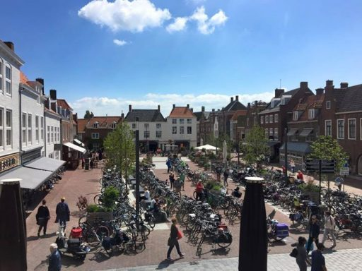 Afbeelding #000 voor het verhaal Gemeente Middelburg start proef met gratis fietsparkeren op het Zusterplein