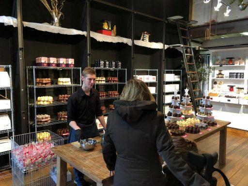 Afbeelding #002 voor het verhaal Geopend aan Lange Delft 3: de Oliebollen- en Chocoladefabriek