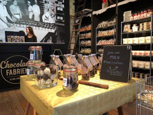Afbeelding #003 voor het verhaal Geopend aan Lange Delft 3: de Oliebollen- en Chocoladefabriek
