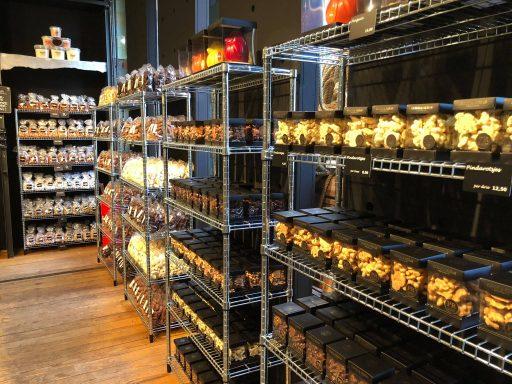 Afbeelding #004 voor het verhaal Geopend aan Lange Delft 3: de Oliebollen- en Chocoladefabriek