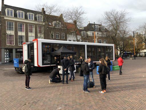 Afbeelding #001 voor het verhaal Google Digitale Werkplaats van start op de Markt in Middelburg