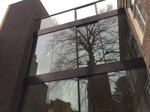 Afbeelding #001 voor het verhaal Het Huis der Tekeningen in de Molstraat