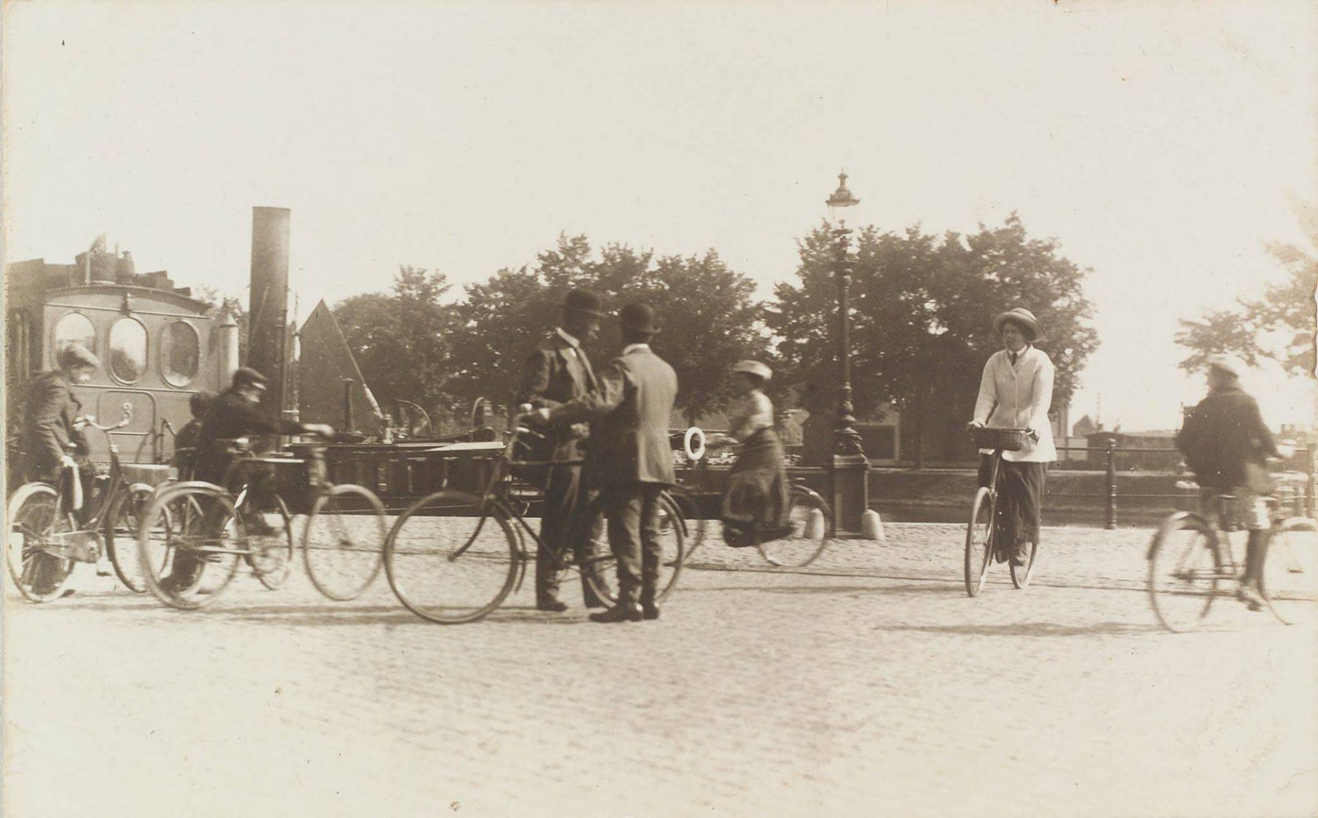 Afbeelding #016 voor het verhaal Historie: op fietsen in Middelburg