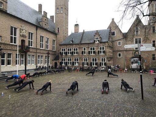 Afbeelding #001 voor het verhaal In beweging! Het jaar afsluiten op het Abdijplein, met Bootcamp Club Fitter Middelburg