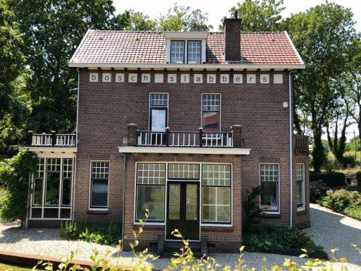 Afbeelding #000 voor het verhaal In de tuin van Villa Zorgvrij in Middelburg