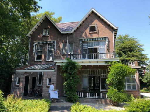 Afbeelding #002 voor het verhaal In de tuin van Villa Zorgvrij in Middelburg