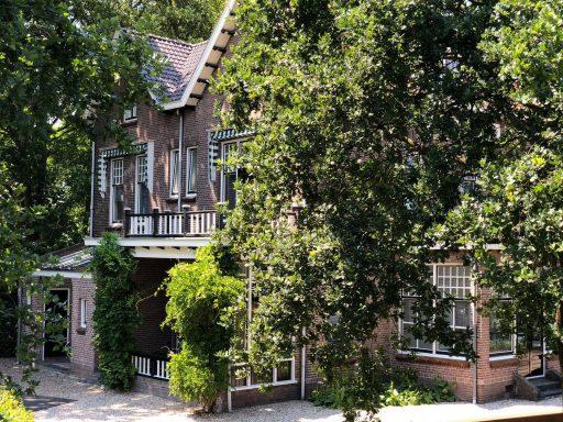 Afbeelding #004 voor het verhaal In de tuin van Villa Zorgvrij in Middelburg