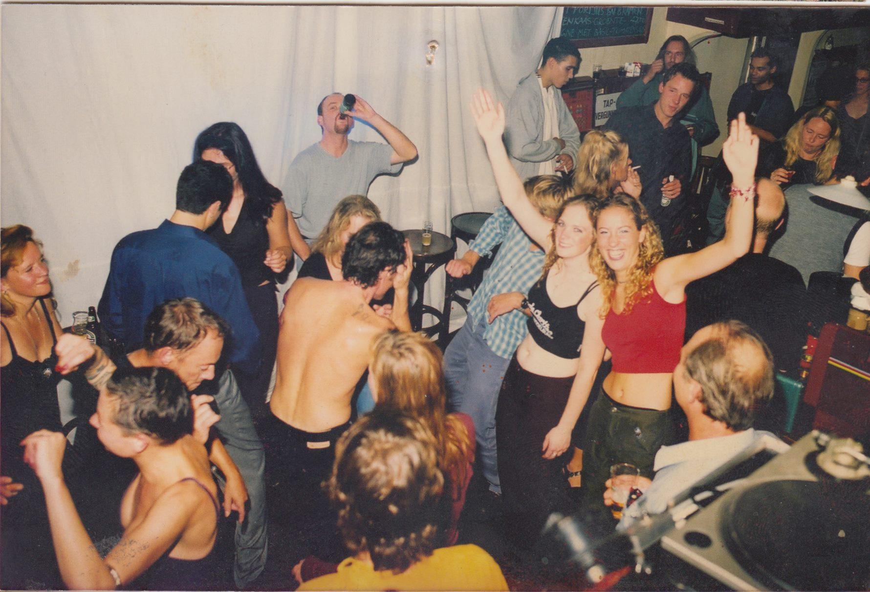 Afbeelding #000 voor het verhaal In Kaffee 't Hof, 2000-2005