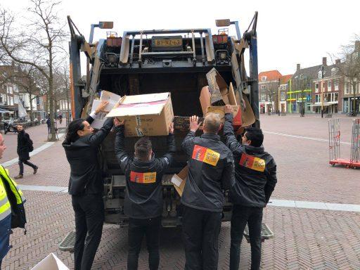 Afbeelding #000 voor het verhaal Inzameling oud papier en plastic officieel overgedragen aan de VOM
