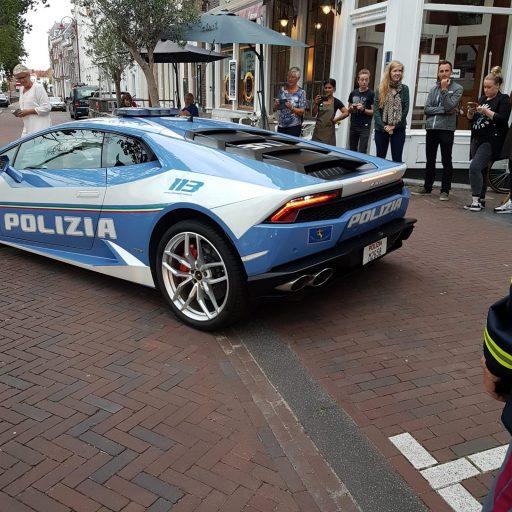 Afbeelding #000 voor het verhaal Italiaanse politie doet Middelburg aan...in een Lamborghini!