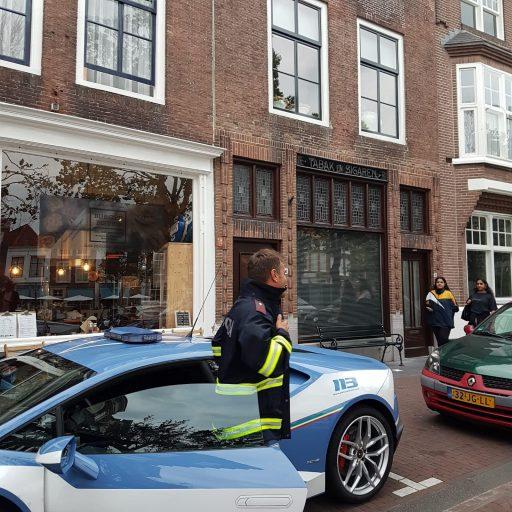 Afbeelding #002 voor het verhaal Italiaanse politie doet Middelburg aan...in een Lamborghini!