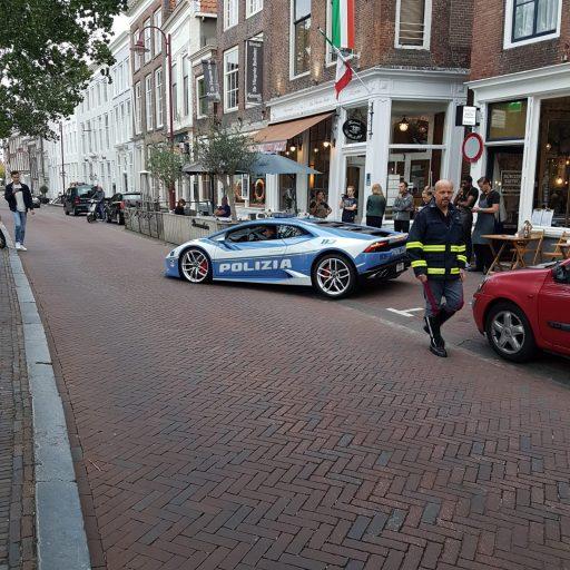 Afbeelding #003 voor het verhaal Italiaanse politie doet Middelburg aan...in een Lamborghini!