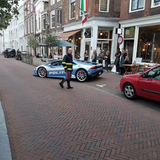 Afbeelding #004 voor het verhaal Italiaanse politie doet Middelburg aan...in een Lamborghini!