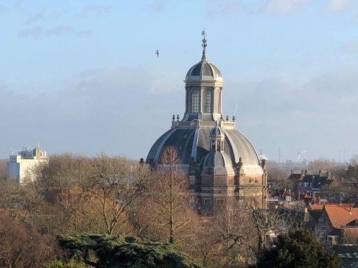 Afbeelding #000 voor het verhaal Kadootje: een kijkje op het dak van Schouwburg Middelburg