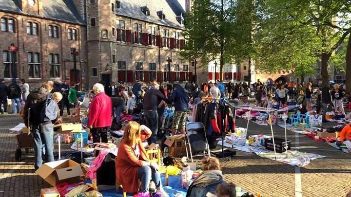 Afbeelding #000 voor het verhaal Kleedjesmarkt Abdijplein Middelburg, 5 mei 2018