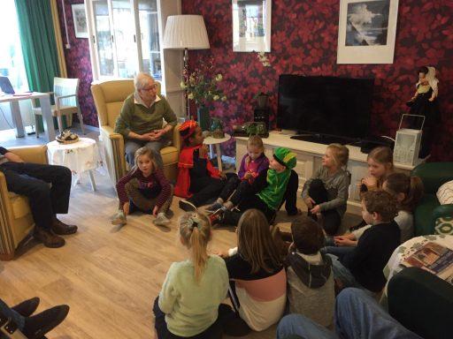 Afbeelding #000 voor het verhaal Leerlingen Acaciahof verrassen bewoners Gasthuis Middelburg