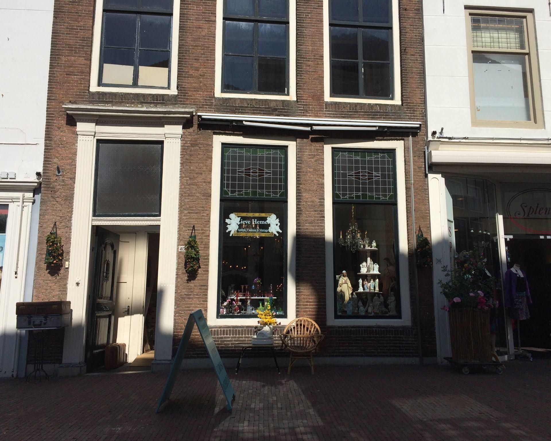 Afbeelding #000 voor het verhaal Lieve Hemel verhuist naar Klein Vlaanderen, Jinc Optiek naar de Langeviele