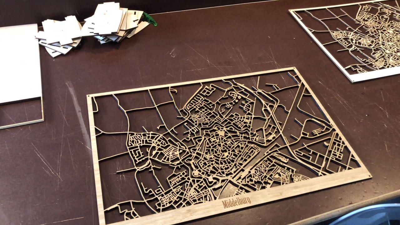 Afbeelding #000 voor het verhaal Maak je eigen houten plattegrond van Middelburg in Fablab Zeeland