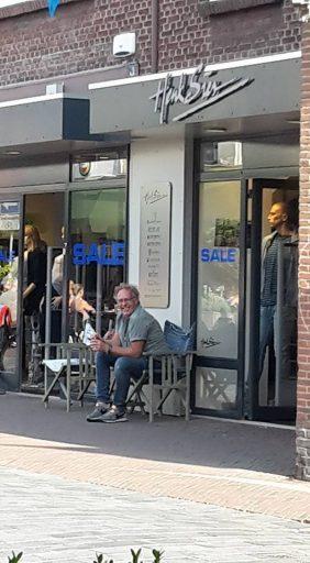 Afbeelding #000 voor het verhaal Met pensioen! Henk Sies Mode in Middelburg gaat stoppen.