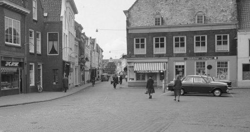 Afbeelding #001 voor het verhaal Middelburg Centrum in 1962, in 25 beelden