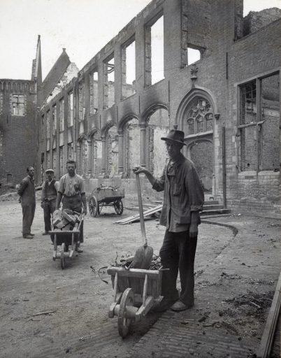 Afbeelding #000 voor het verhaal Middelburg in puin: de foto's van C.P. Snijders