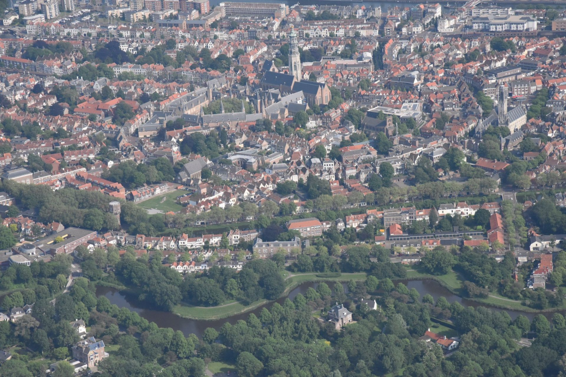 Afbeelding #000 voor het verhaal Middelburg vanuit de lucht, door de lens van Aart, mei 2018