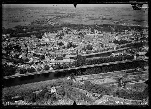 Afbeelding #001 voor het verhaal Middelburg vanuit de lucht: het NIMH geeft oude foto's vrij