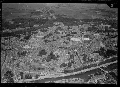 Afbeelding #002 voor het verhaal Middelburg vanuit de lucht: het NIMH geeft oude foto's vrij