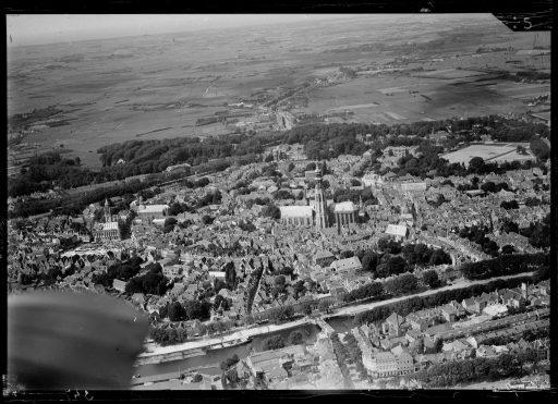 Afbeelding #003 voor het verhaal Middelburg vanuit de lucht: het NIMH geeft oude foto's vrij