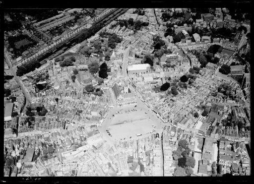 Afbeelding #004 voor het verhaal Middelburg vanuit de lucht: het NIMH geeft oude foto's vrij