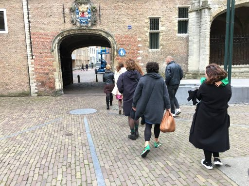 Afbeelding #004 voor het verhaal Middelburgse dames in boek 'Op zoek naar het echte Zeeuwse meisje'