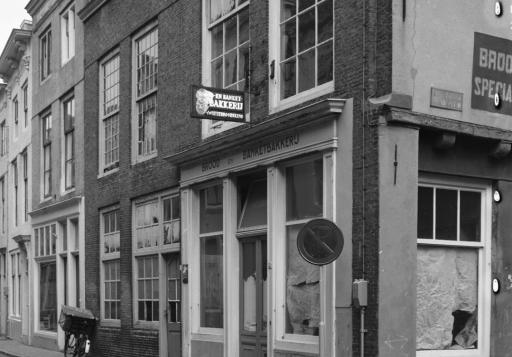 Afbeelding #001 voor het verhaal Middelburgse winkels van weleer, in 42 foto's