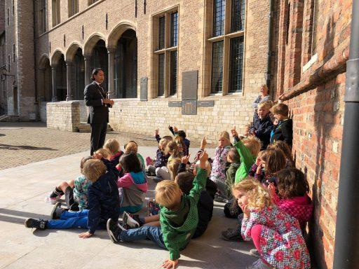 Afbeelding #003 voor het verhaal Monumenten! De klassendag van Acaciahof in de Middelburgse Abdij