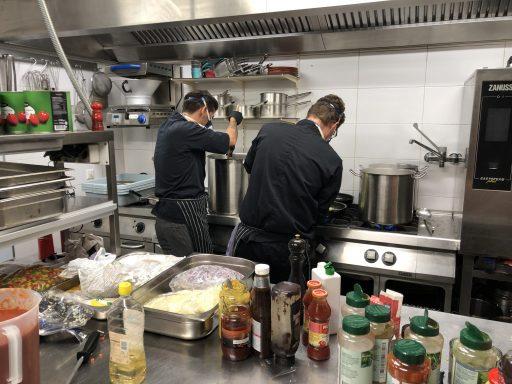 Afbeelding #003 voor het verhaal Mooi: de Kloof en Vera koken voor de Zorg in Middelburg