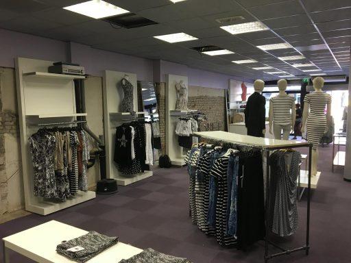 Afbeelding #004 voor het verhaal Nieuwe en oude winkels in de Lange Delft