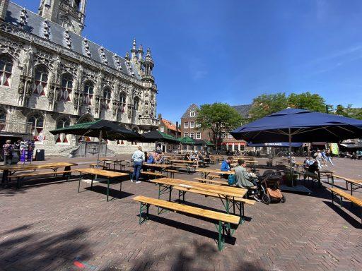 Afbeelding #000 voor het verhaal Onder Malle Betje geopend op de Markt in Middelburg