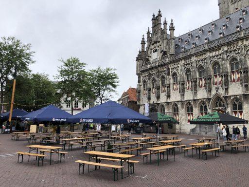 Afbeelding #002 voor het verhaal Onder Malle Betje geopend op de Markt in Middelburg