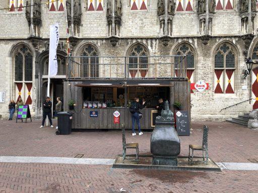 Afbeelding #003 voor het verhaal Onder Malle Betje geopend op de Markt in Middelburg