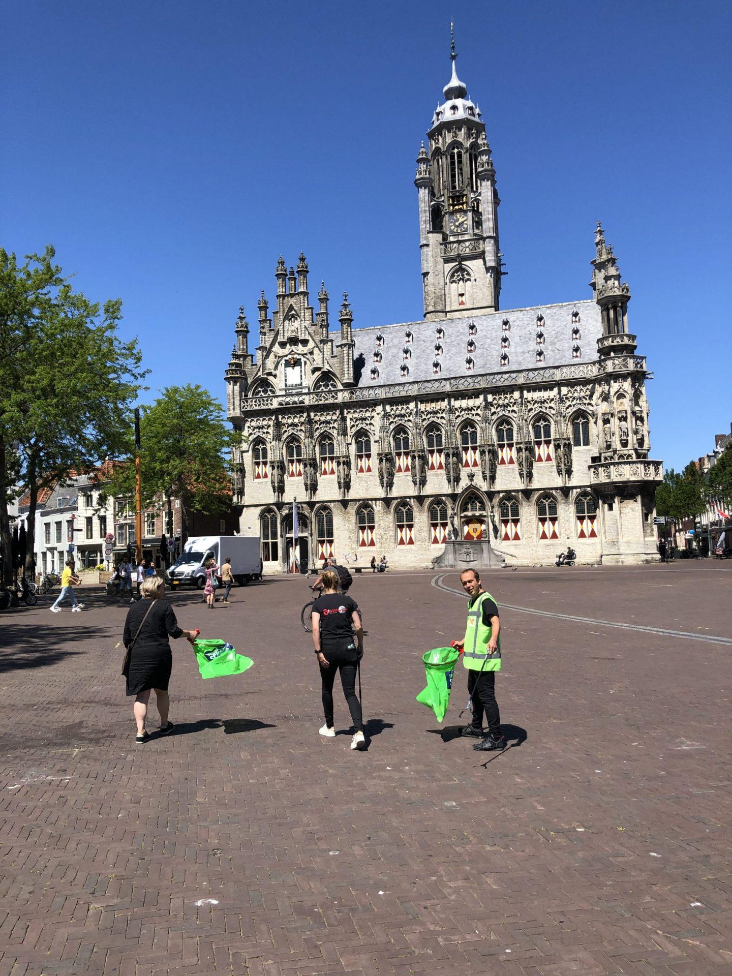 Afbeelding #000 voor het verhaal Ondernemers Middelburg ruimen zwerfafval op
