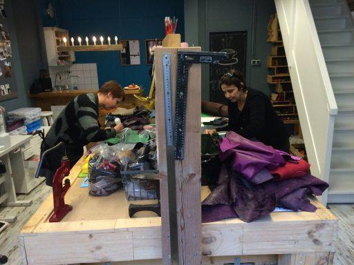 Afbeelding #001 voor het verhaal Op bezoek bij JA tassen in Middelburg