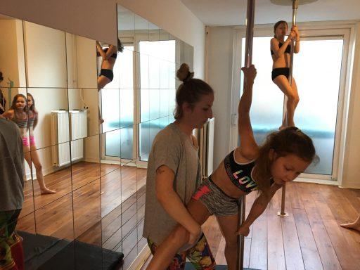 Afbeelding #004 voor het verhaal Op bezoek bij paaldansschool Pole Gym in Middelburg