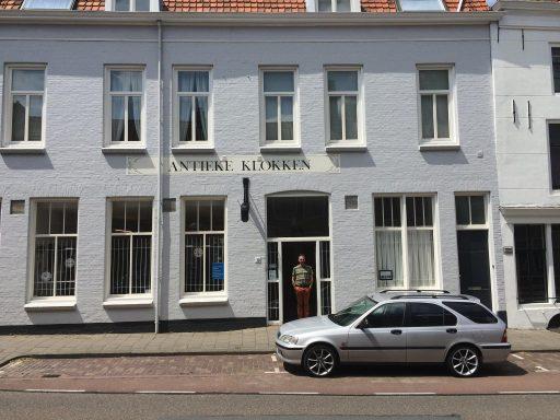 Afbeelding #000 voor het verhaal Op bezoek bij Wijzer Antieke Klokken in de Nederstraat in Middelburg