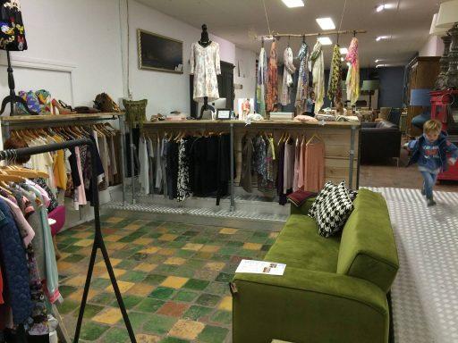 Afbeelding #004 voor het verhaal Op bezoek bij…Two Ladies Like living & shoes