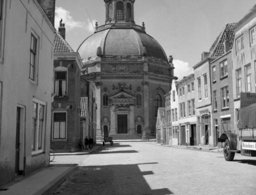 Afbeelding #001 voor het verhaal Opgroeien in de Middelburgse Breestraat van de jaren 40 en 50