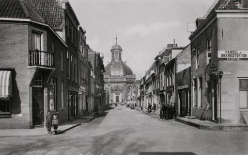 Afbeelding #002 voor het verhaal Opgroeien in de Middelburgse Breestraat van de jaren 40 en 50